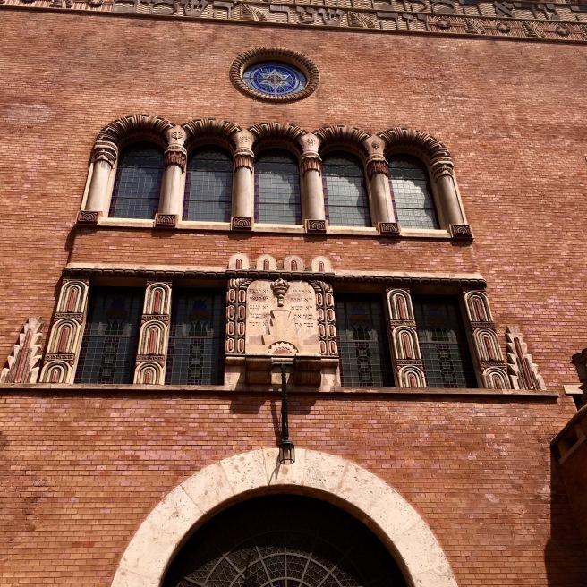 The exterior of the Kazinczy Street Synagogue.